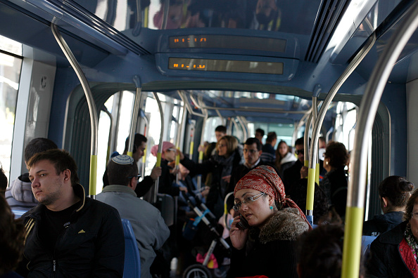 Finance and Economy「Train Passengers In Jerusalem」:写真・画像(17)[壁紙.com]