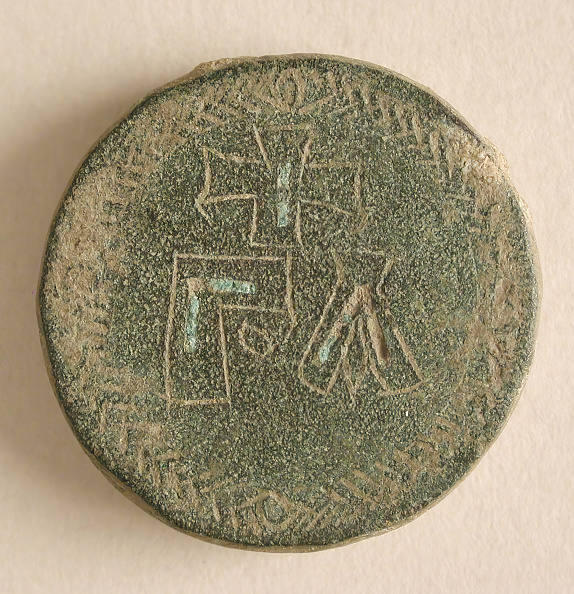 Balance「Three Round Copper-Alloy Balance Weights With Crosses」:写真・画像(8)[壁紙.com]