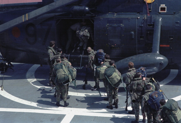 Passenger Craft「Soldiers Board Helicopter」:写真・画像(14)[壁紙.com]