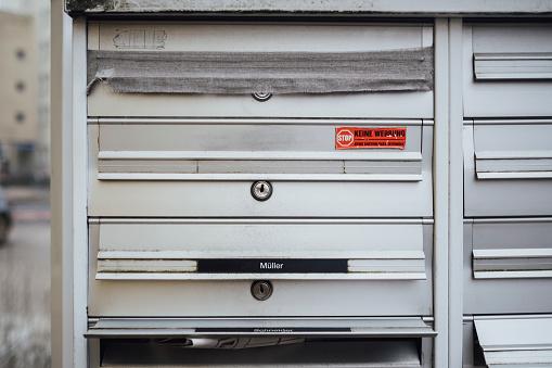 Nameplate「Barred mailbox of deceased neighbour」:スマホ壁紙(12)