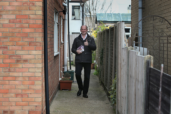 Douglas Carswell「UKIP Parliamentary Candidate Douglas Carswell Canvassing During The General Election」:写真・画像(10)[壁紙.com]