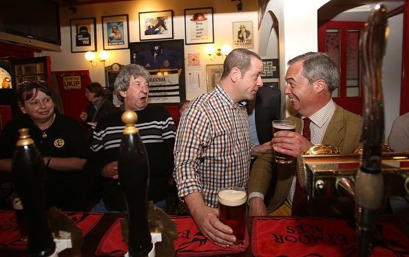 Drinking Glass「Nigel Farage's European Election Campaign Tour Visits Bath」:写真・画像(3)[壁紙.com]