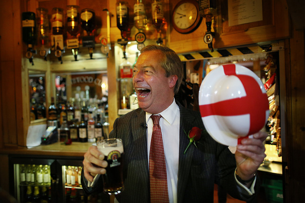 Drinking Glass「Nigel Farage Invites Veterans For A St George's Day Drink」:写真・画像(12)[壁紙.com]