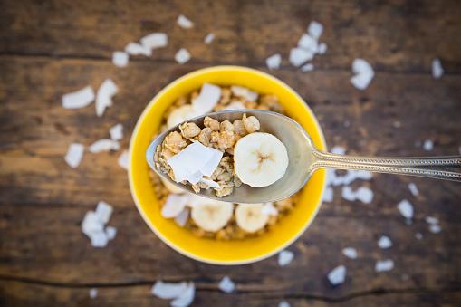 Sensory Perception「Spoon of granola, banana slice and coconut flakes」:スマホ壁紙(17)