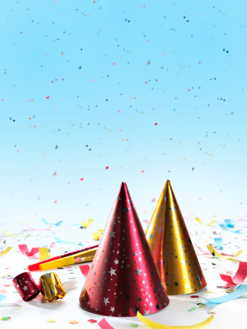 Focus On Foreground「Party decorations: hats, whistles, horns, confetti on gradient blue background」:スマホ壁紙(14)