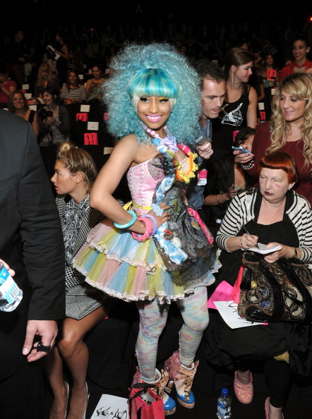 Spring Collection「Betsey Johnson - Front Row - Spring 2012 Mercedes-Benz Fashion Week」:写真・画像(1)[壁紙.com]