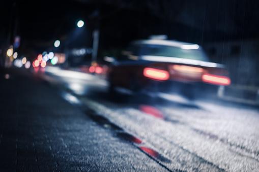 Japan「街の夜景の信号を通過し、道路の橋、照明」:スマホ壁紙(1)