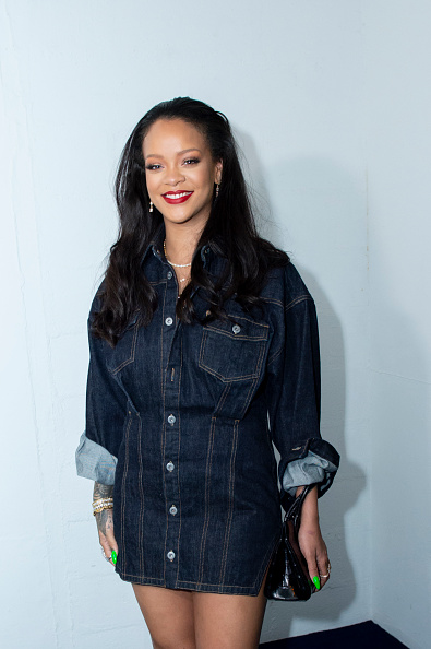 Rihanna「Rihanna Surprises Her Fans At The Opening Of The FENTY Pop Up Store」:写真・画像(14)[壁紙.com]