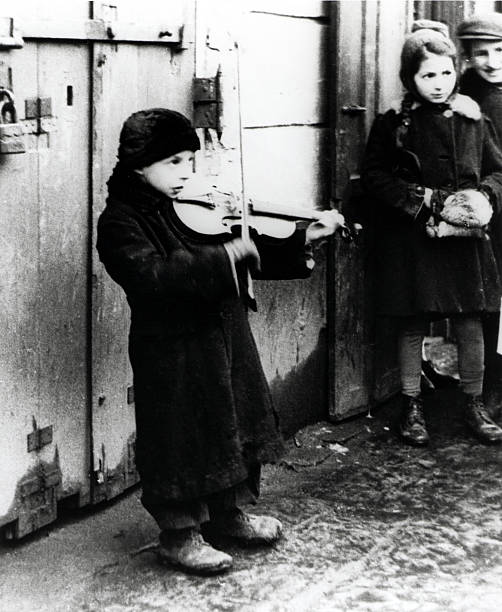 Warsaw Ghetto Busker:ニュース(壁紙.com)