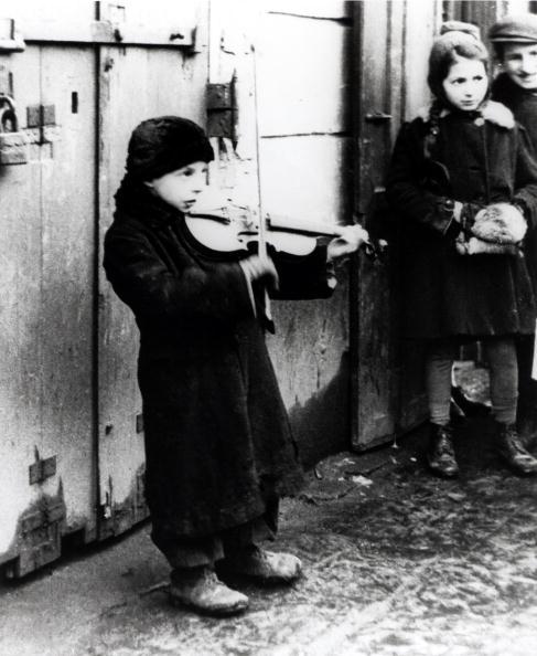 Violin「Warsaw Ghetto Busker」:写真・画像(4)[壁紙.com]