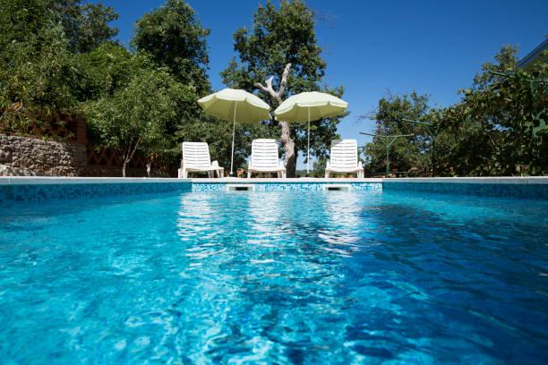 Croatia, Istria, three empty sun loungers at swimming pool:スマホ壁紙(壁紙.com)