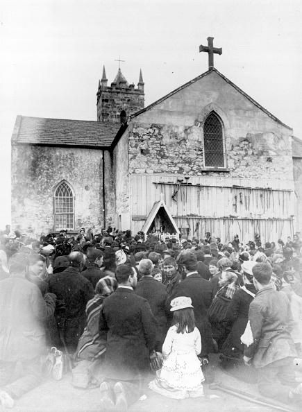 神社「Pilgrims At Knock」:写真・画像(4)[壁紙.com]