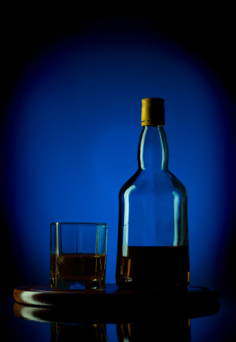 Whiskey「whiskey bottle and glass on wooden tray」:スマホ壁紙(1)