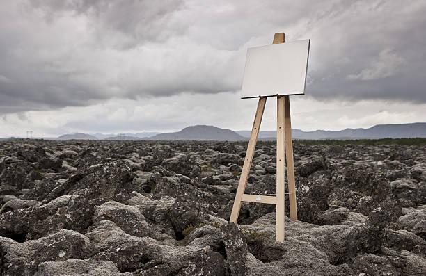 Easel with blank canvas in landscape:スマホ壁紙(壁紙.com)