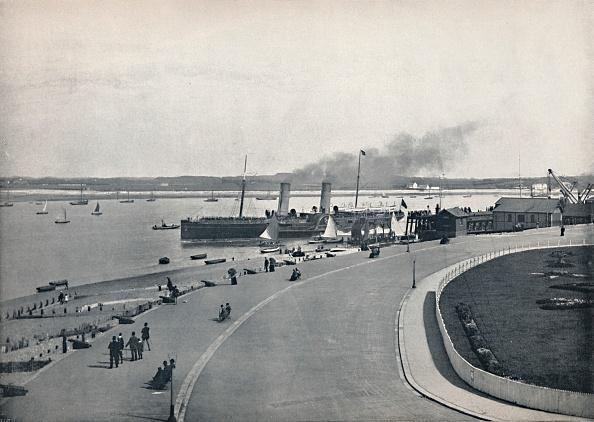Passenger Craft「Fleetwood - The Promenade: Departure Of The Isle Of Man Steamer」:写真・画像(6)[壁紙.com]