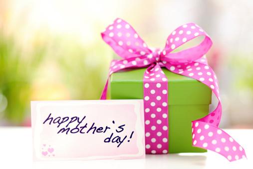 母の日「緑のギフトボックスには、母の日カード」:スマホ壁紙(16)