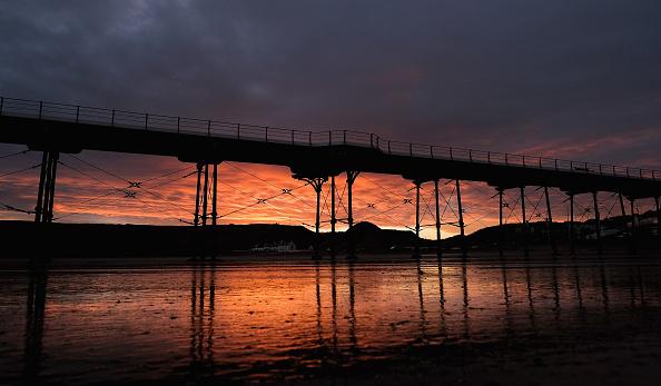 Dawn「Winter Sunrise Over Saltburn-by-the-Sea」:写真・画像(8)[壁紙.com]