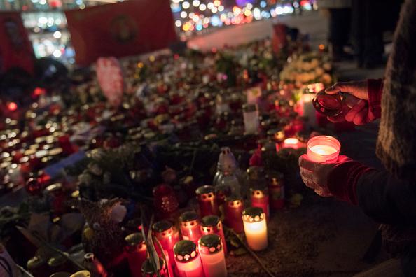 2016 Berlin Christmas Market Attack「Berlin Commemorates December Terror Attack」:写真・画像(5)[壁紙.com]