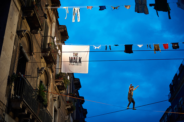 """Architectural Feature「Red Bull Airlines Partners With """"The Walk"""" Movie for A Freestyle Slackline Competition In Italy #TheWalk #RedbullAirlines」:写真・画像(11)[壁紙.com]"""