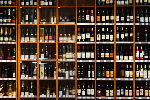 Rack「Large Cabinet With Many Bottles Of Wine At Supermarket」:スマホ壁紙(17)