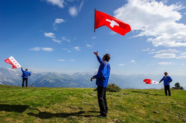 Switzerland「Alphorn Players Gather For Nendaz Festival」:写真・画像(9)[壁紙.com]
