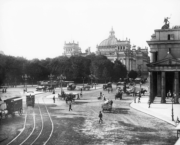 City Life「Reichstag and Brandenburg Gate in Berlin, Photo, 1899」:写真・画像(5)[壁紙.com]