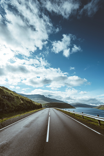 cloud「フェロー諸島では、道路上」:スマホ壁紙(9)