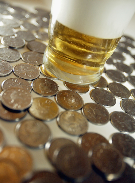 Drinking Glass「Beer Price Rise Threatens Pubs」:写真・画像(17)[壁紙.com]