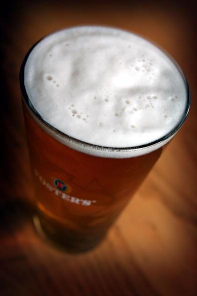 Drinking Glass「GBR: Binge Drinking Causes Health and Anti Social Concerns」:写真・画像(8)[壁紙.com]