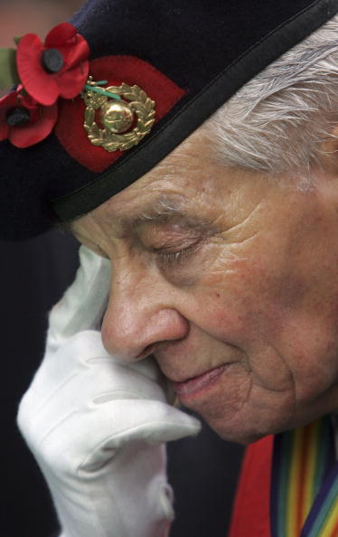 Beret「Britain Holds Two-Minute Silence For Remembrance Day」:写真・画像(18)[壁紙.com]