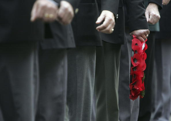 In A Row「Britain Holds Two-Minute Silence For Remembrance Day」:写真・画像(18)[壁紙.com]