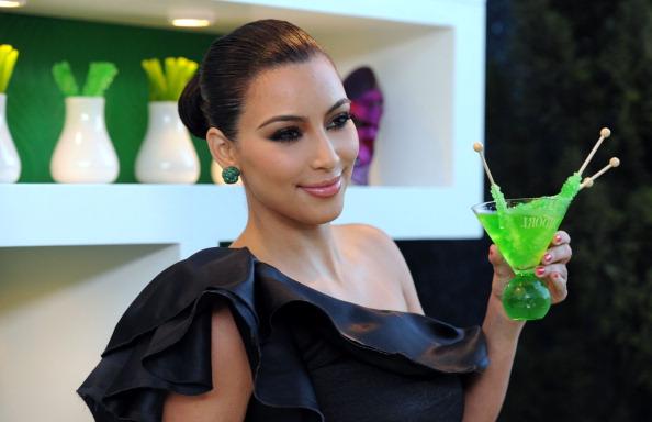 Green Color「Kim Kardashian & Midori Melon Liqueur Launches The Midori Trunk Shows At Trousdale」:写真・画像(11)[壁紙.com]