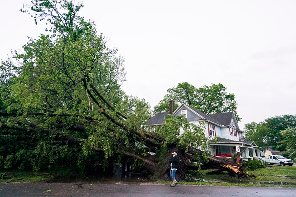 Kansas「Large Tornadoes Touch Down Around Kansas City As Extreme Midwest Weather Continues」:写真・画像(6)[壁紙.com]