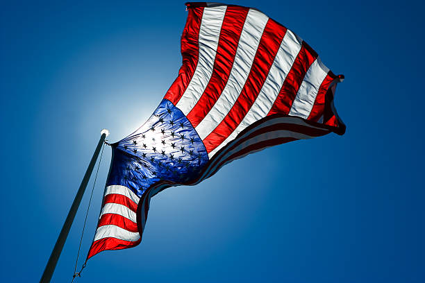 The American Flag backlit  from sun:スマホ壁紙(壁紙.com)