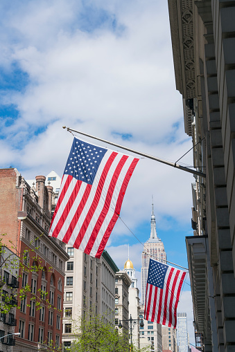 star sky「The American National Flags are hoisted among the Fifth Avenue in New York City. Empire State Building can be seen behind in the clouds.」:スマホ壁紙(9)