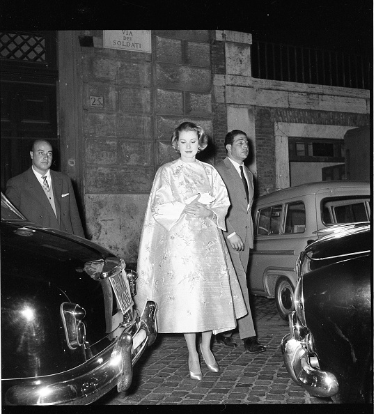 Grace Kelly - Actress「American actress Grace Kelly in Rome in 1957」:写真・画像(2)[壁紙.com]