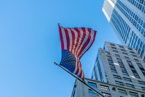 星空「The American National Flag is swaying by wind among the building at Midtown Manhattan New York City.」:スマホ壁紙(0)