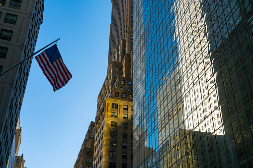 star sky「The American National Flag is swaying by wind among the building at Midtown Manhattan New York City.」:スマホ壁紙(14)