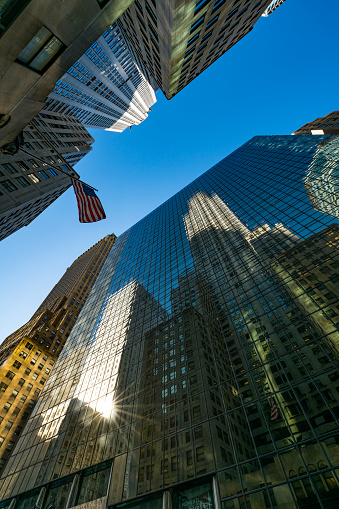star sky「The American National Flag is swaying by wind among the building at Midtown Manhattan New York City.」:スマホ壁紙(3)