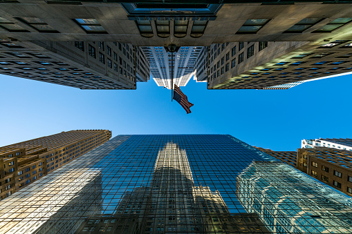 star sky「The American National Flag is swaying by wind among the building at Midtown Manhattan New York City.」:スマホ壁紙(1)