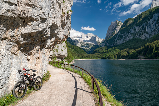 Salzkammergut「Mountain Bike Tour around Lake Gosau with Dachstein Glacier, Gosausee, Salzkammergut, Upper Austria, Oberösterreich」:スマホ壁紙(9)
