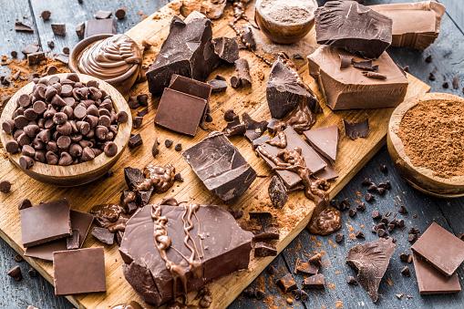 Milk Chocolate「Various chocolate pieces on cutting board」:スマホ壁紙(3)