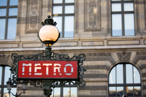 France「Red metro sign with light in Paris, France」:スマホ壁紙(1)