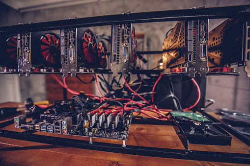 Bitcoin「Cryptocurrency mining rig」:スマホ壁紙(18)