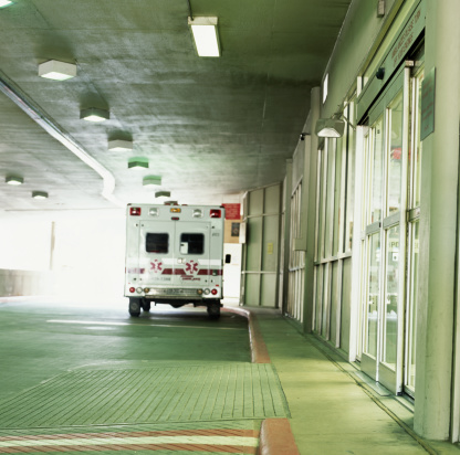 Waiting「Ambulance in front of hospital entry way」:スマホ壁紙(5)