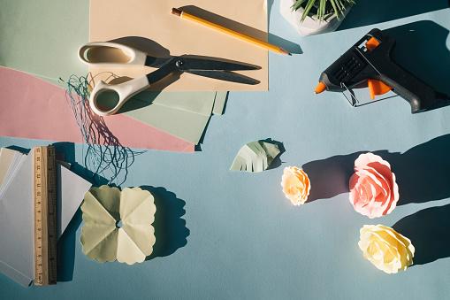 Paper Craft「Paper flowers, tinkering」:スマホ壁紙(4)