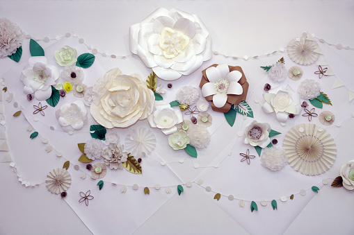Garland - Decoration「Paper flowers decorate a wall」:スマホ壁紙(3)
