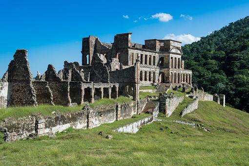 UNESCO「Old ruins of Sanssouci Palace against sky during sunny day, Haiti, Caribbean」:スマホ壁紙(19)