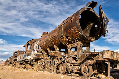 SL「Bolivia, Atacama Desert, Uyuini, view to wreck of steam enginge at train cemetery」:スマホ壁紙(16)