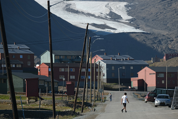 Svalbard Islands「Summer Heat Wave Hits Svalbard Archipelago, Far North Of The Arctic Circle」:写真・画像(3)[壁紙.com]